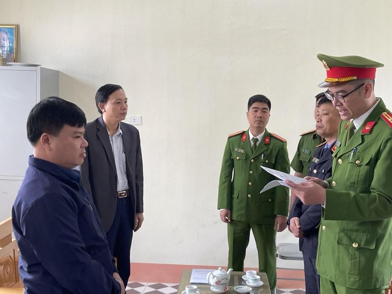 Nguyen Giam doc Phong dang ky quyen su dung dat o Thanh Hoa bi khoi to