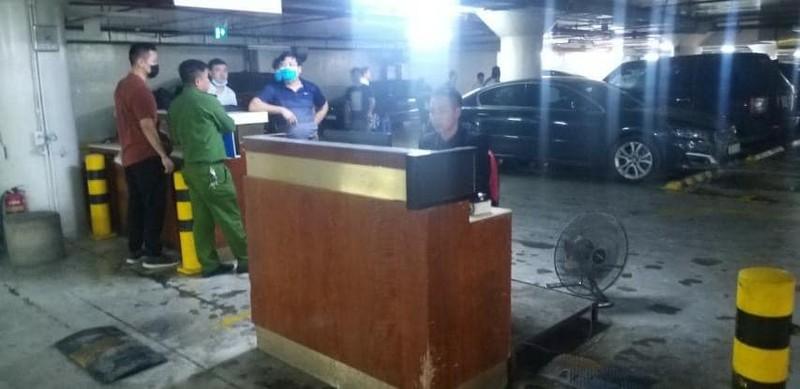 O to Range Rover boc chay tai ham de xe Trang Tien Plaza-Hinh-2
