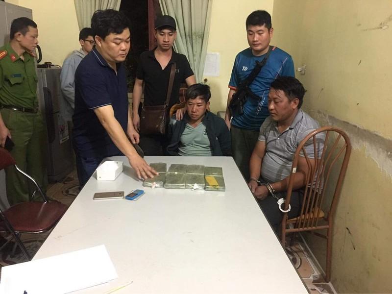 Son La: Bat hai doii tuong cho 8 banh heroin di ban kiem loi-Hinh-2