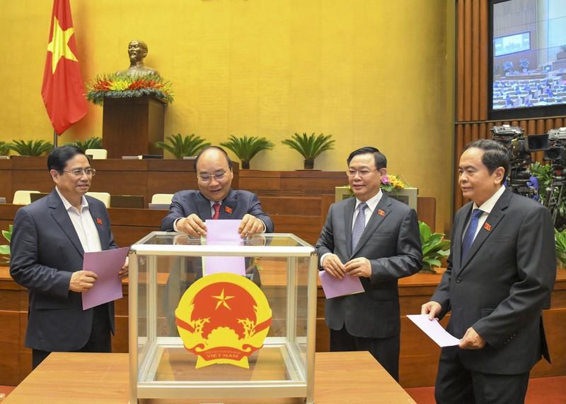 Mien nhiem Pho Chu tich nuoc va 5 Uy vien Uy ban Thuong vu Quoc hoi-Hinh-2