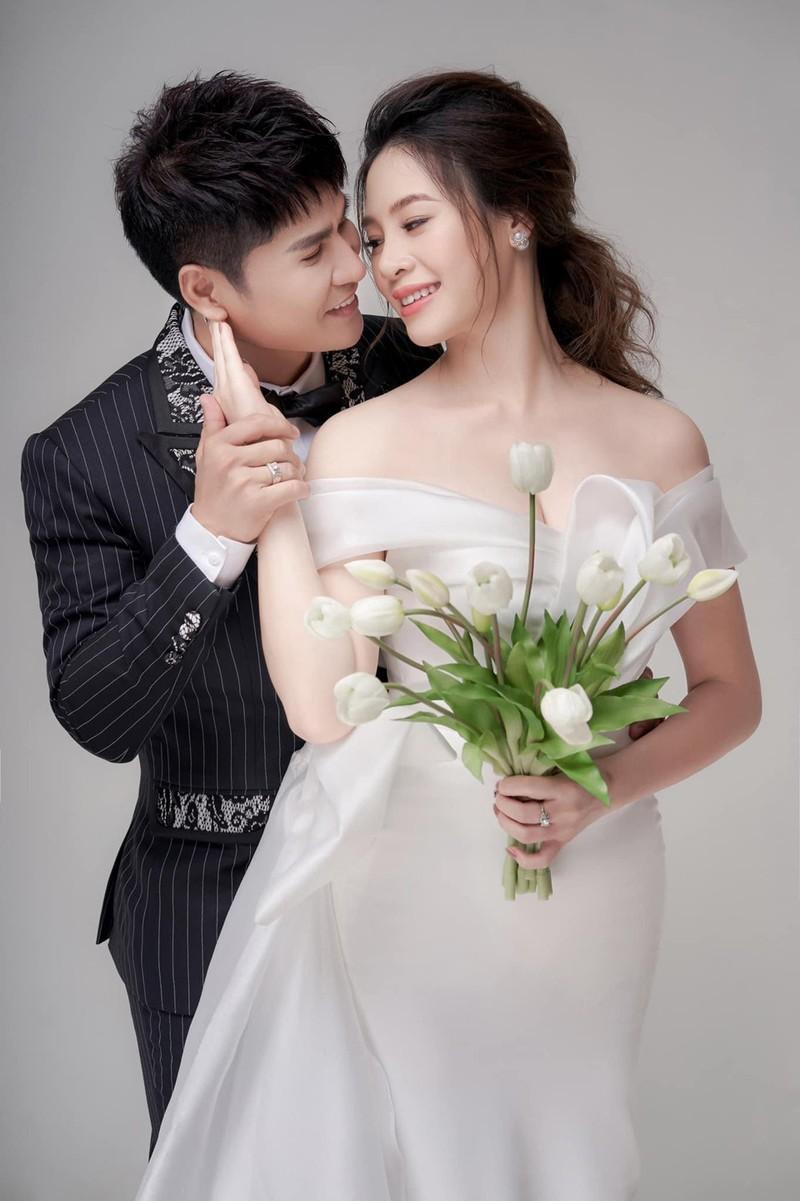 Luong Gia Huy lan dau cong khai vo kem 18 tuoi va con trai-Hinh-4