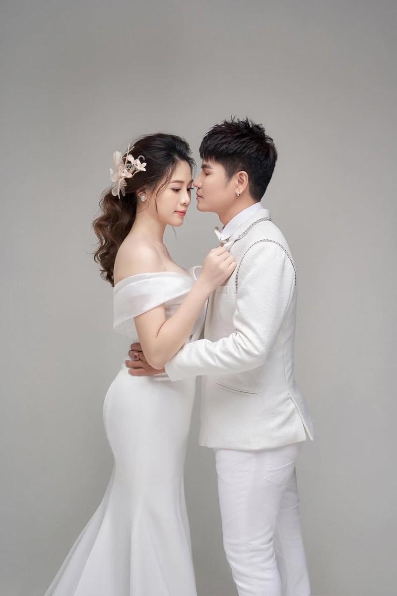 Luong Gia Huy lan dau cong khai vo kem 18 tuoi va con trai-Hinh-5
