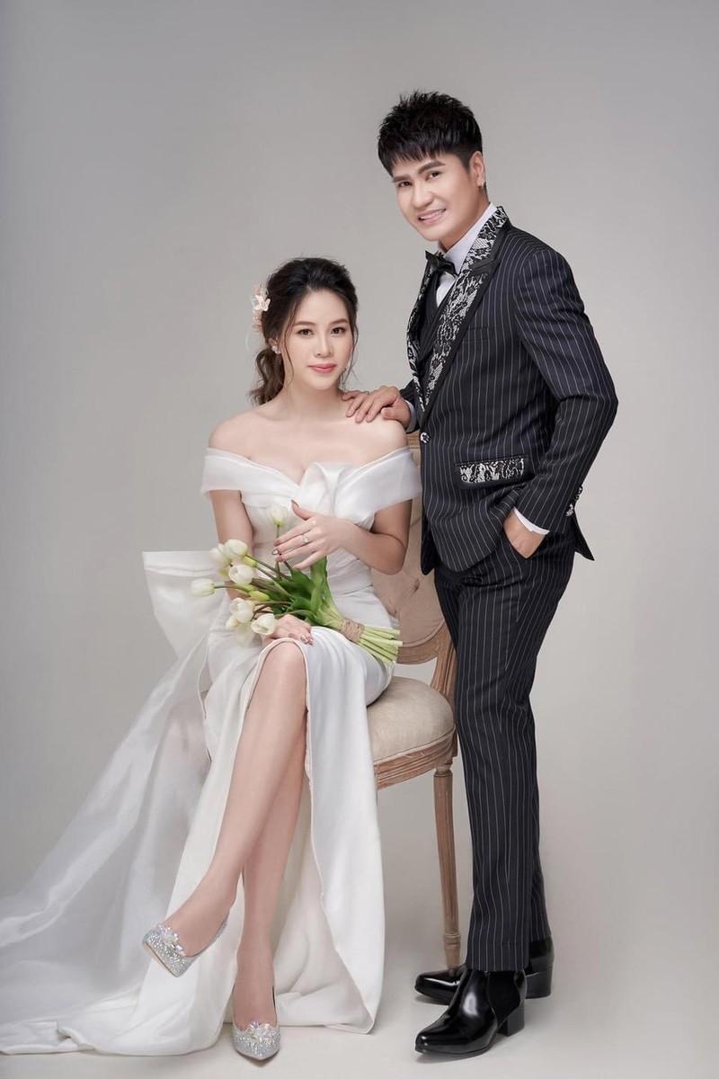 Luong Gia Huy lan dau cong khai vo kem 18 tuoi va con trai-Hinh-6