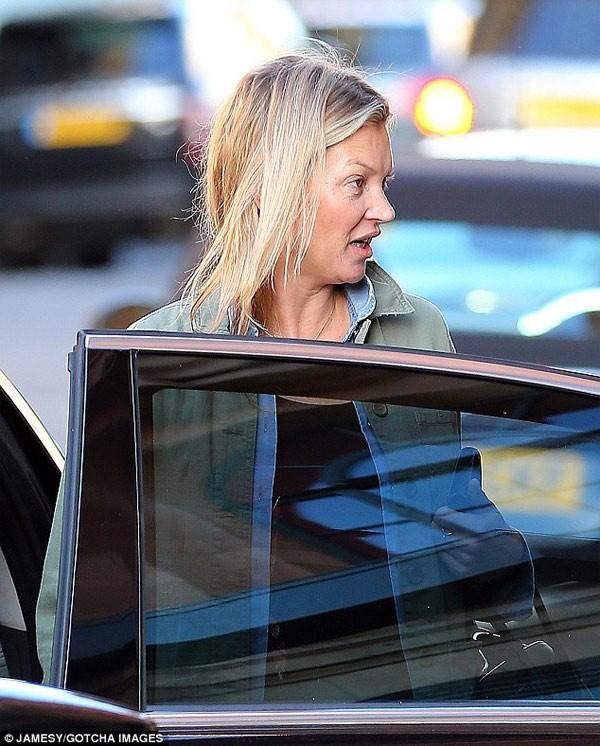 Sieu mau Kate Moss gia nua mat moc-Hinh-2