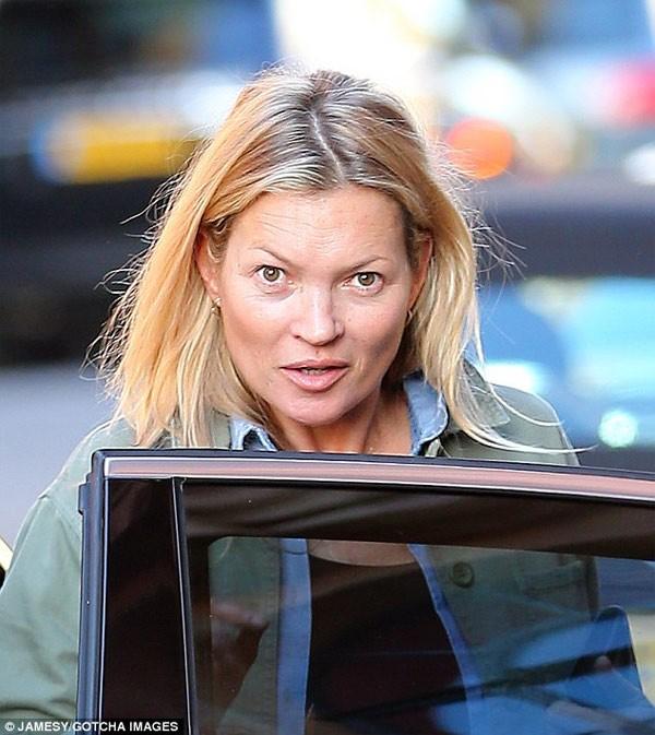 Sieu mau Kate Moss gia nua mat moc