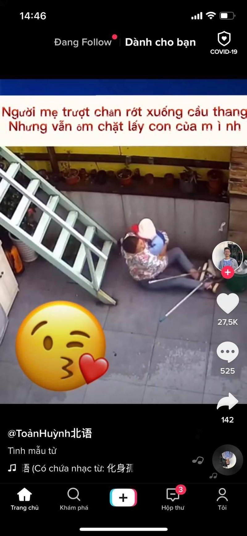 Video: Dang be con thi truot, me hanh dong theo ban nang khien ai cungcam dong-Hinh-2