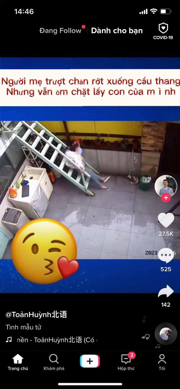 Video: Dang be con thi truot, me hanh dong theo ban nang khien ai cungcam dong