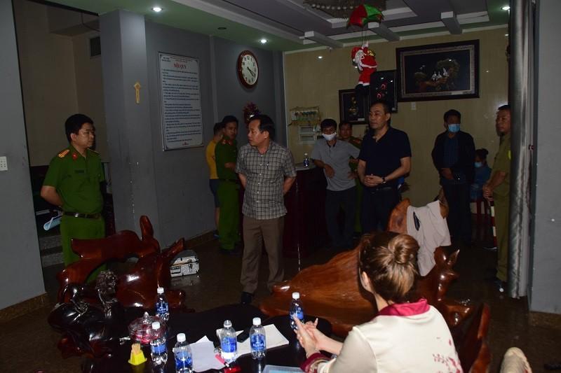 45 nguoi duong tinh ma tuy trong nha nghi o TP Hue-Hinh-2