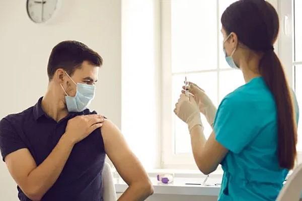Nhung viec khong nen lam 2 gio truoc va sau khi tiem vaccine COVID-19