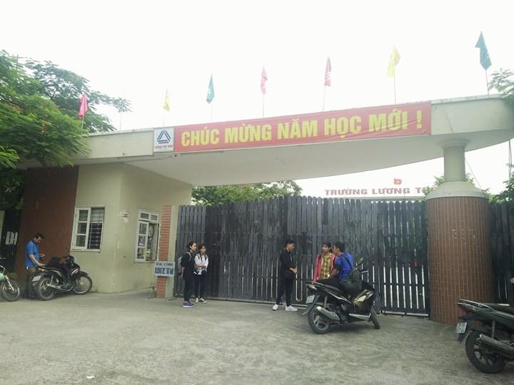 Hoc sinh THPT Luong The Vinh soc khi nghe tin thay Cuong mat