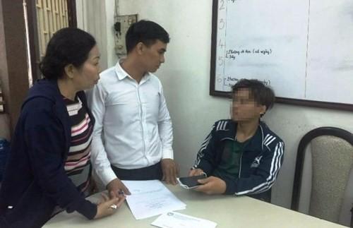 Diem nong 24h: Bat ngo lai lich ke bien thai rach dui phu nu-Hinh-4