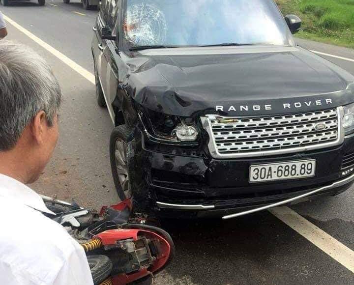 Hung Yen: O to Range Rover va cham xe may, hai nguoi thuong vong