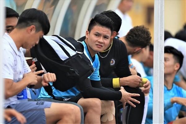 Quang Hai chan thuong, thay Park