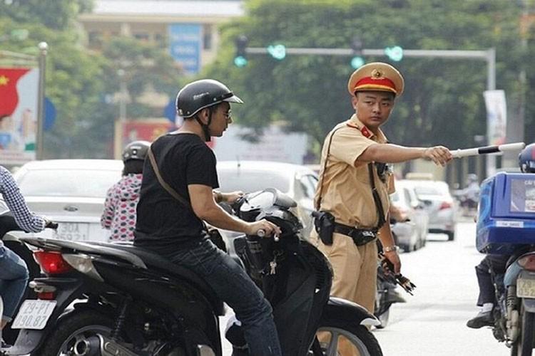 Loi xe may khong guong bi xu phat ra sao trong nam 2021?