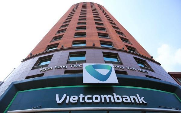 Tien trong tai khoan 2 khach hang Vietcombank dong loat 'boc hoi' trong dem-Hinh-3