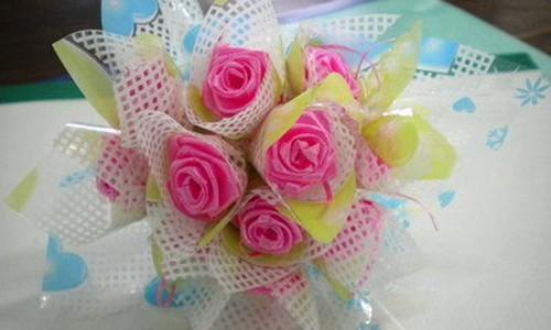 Mach ban cach lam hoa hong Valentine tuyet dep bang ruy bang