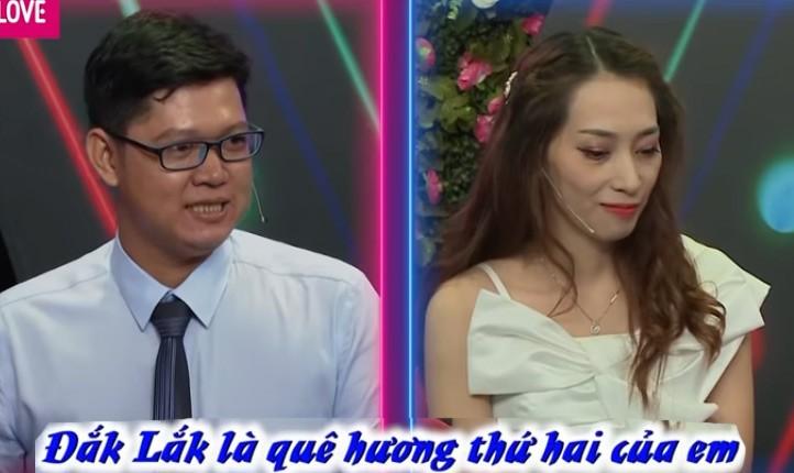 """Chang """"dai gia nong dan"""" ghep doi cung co gai Dak Lak diu dang"""