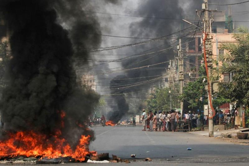Myanmar: 114 nguoi bieu tinh thiet mang trong mot ngay