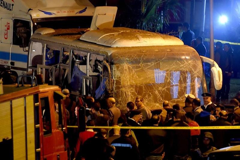 Danh bom xe buyt o Ai Cap, 3 du khach Viet thiet mang-Hinh-2