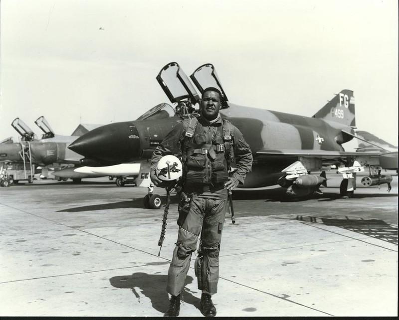 May bay F-4 My tham chien o Viet Nam vi sao khong co phao?-Hinh-12