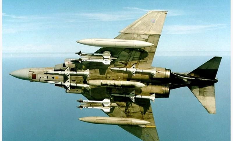 May bay F-4 My tham chien o Viet Nam vi sao khong co phao?-Hinh-16