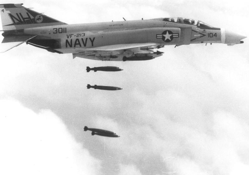 May bay F-4 My tham chien o Viet Nam vi sao khong co phao?-Hinh-2