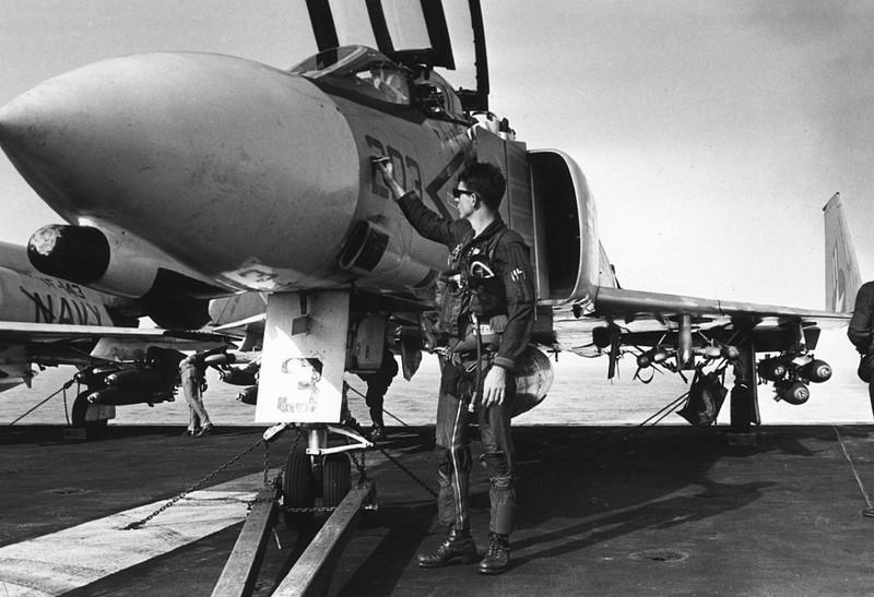 May bay F-4 My tham chien o Viet Nam vi sao khong co phao?-Hinh-6