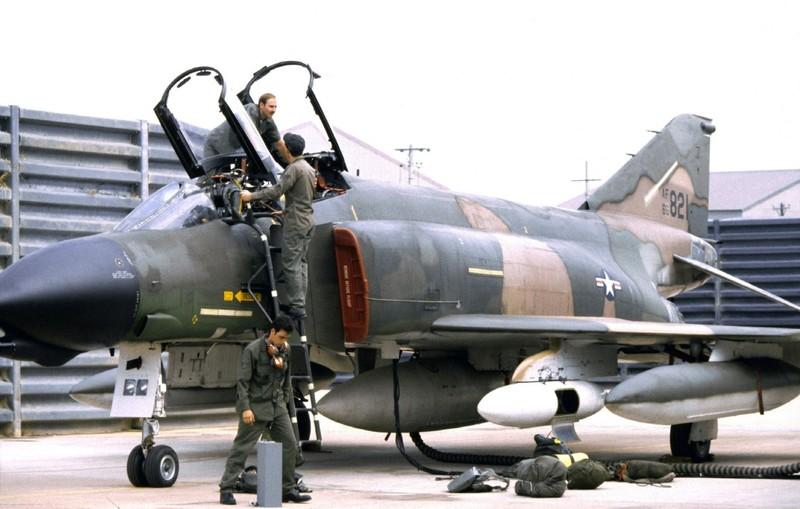 May bay F-4 My tham chien o Viet Nam vi sao khong co phao?-Hinh-9