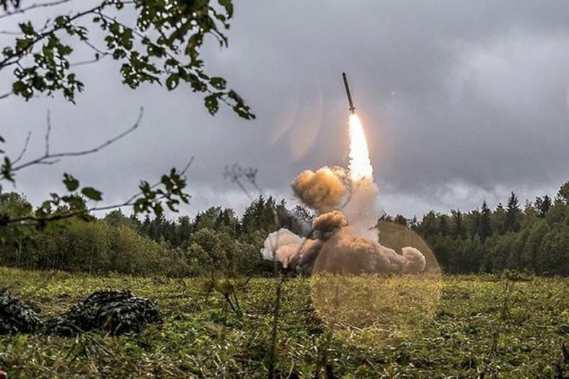 Tên lửa Iskander phiên bản đặc biệt của Nga áp sát biên giới Ukraine