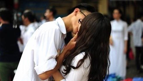 Nam sinh lop 10 lam ban gai mang bau - buon vi lo do tuong lai