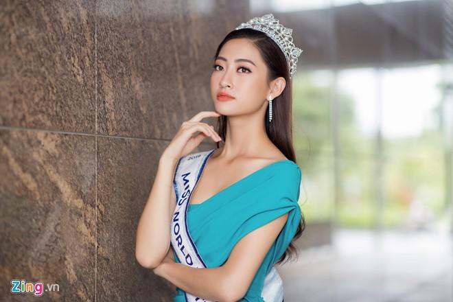 HH Luong Thuy Linh mo lai trang ca nhan sau 3 ngay dang quang