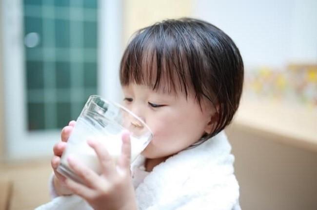 Ngày nào con cũng uống sữa nhưng vẫn thấp còi, đây mới là nguyên nhân