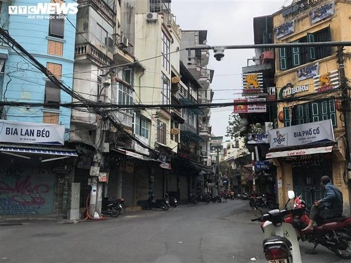 Hang quan pho co Ha Noi nghi Tet keo dai-Hinh-2