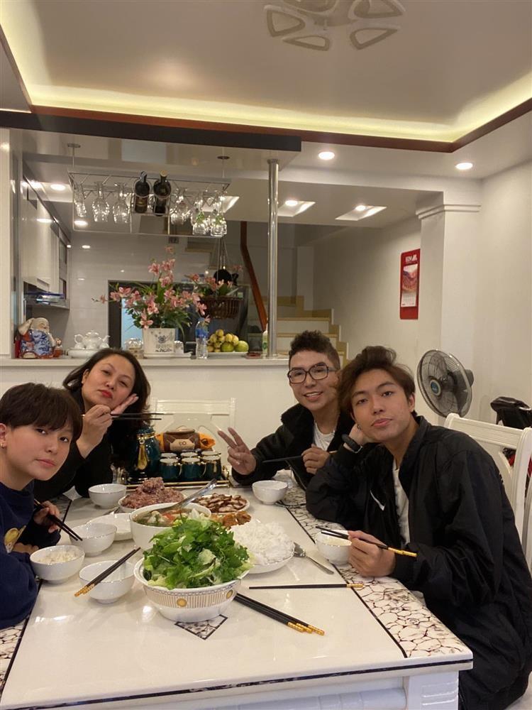 Long Nhat khoe bua com gia dinh-Hinh-4