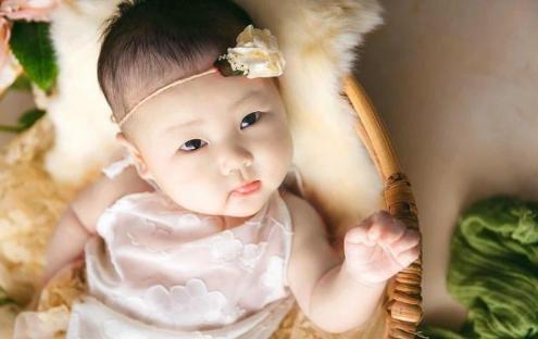 Cha me sinh ngay Am lich nay, con cai khong thanh Rong cung thanh Phuong