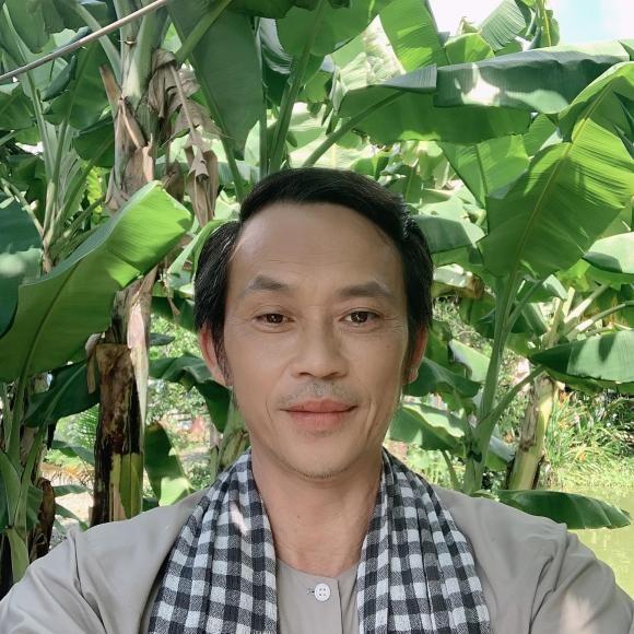 Danh hai Hoai Linh dang anh mac vest banh bao-Hinh-4
