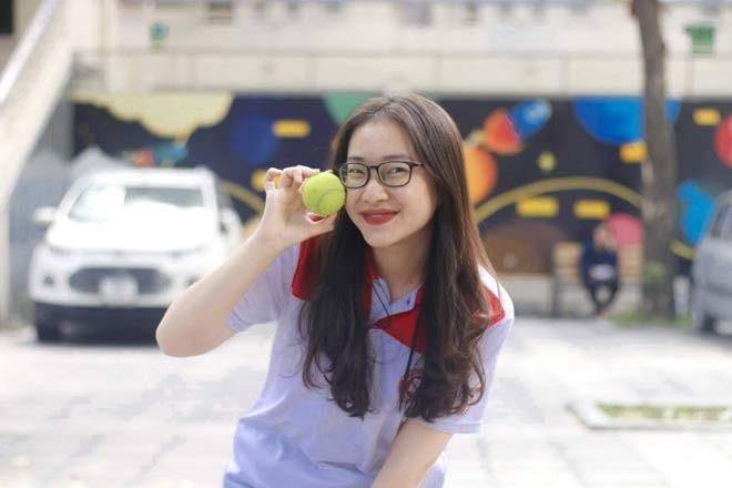 Nu sinh lot xac sau 4 nam gay bao Duong len dinh Olympia-Hinh-7
