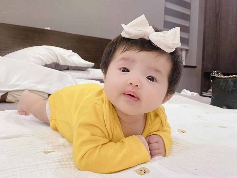 Xiu up xiu down voi loat bieu cam cua con gai Dong Nhi-Hinh-2