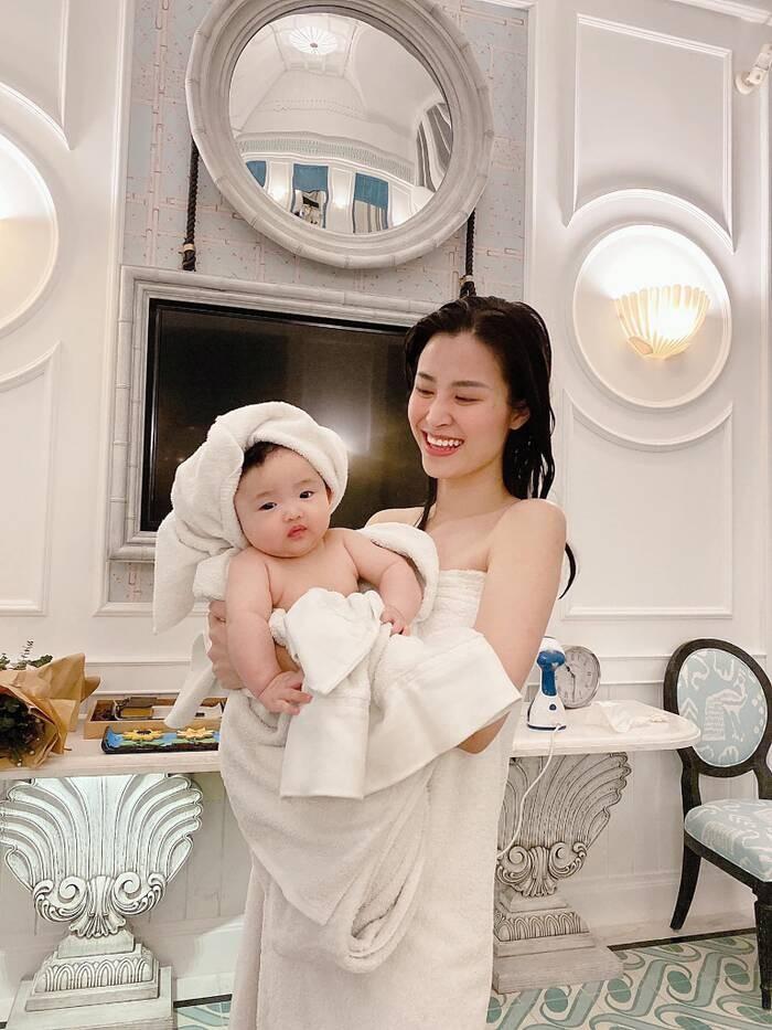 Xiu up xiu down voi loat bieu cam cua con gai Dong Nhi-Hinh-4