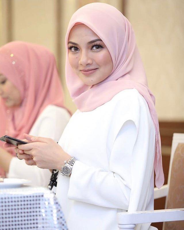 Nguoi dep Malaysia bi dieu tra vi to chuc le cuoi xa hoa-Hinh-4