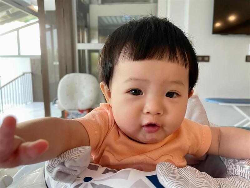 Vo chong Cuong Do La: In ten con tu bang do toi xe hop-Hinh-7