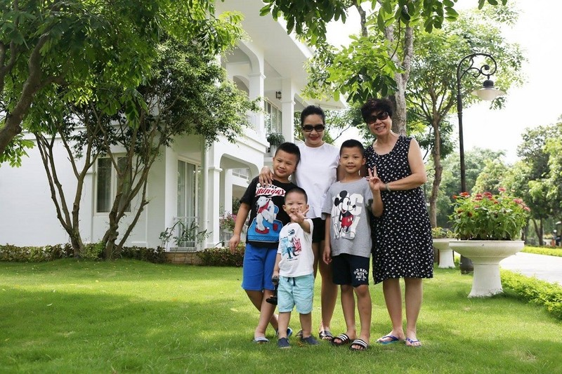To am cua MC Tran Quang Minh ben vo dam va 4 con trai-Hinh-3