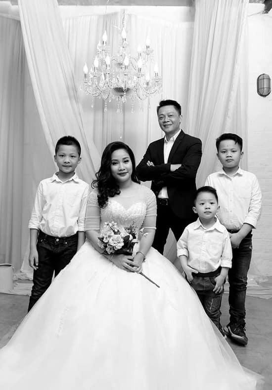 To am cua MC Tran Quang Minh ben vo dam va 4 con trai-Hinh-6