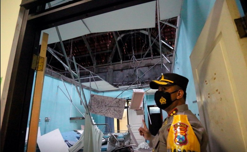 Dong dat o Indonesia khien hang tram ngoi nha bi tan pha-Hinh-4