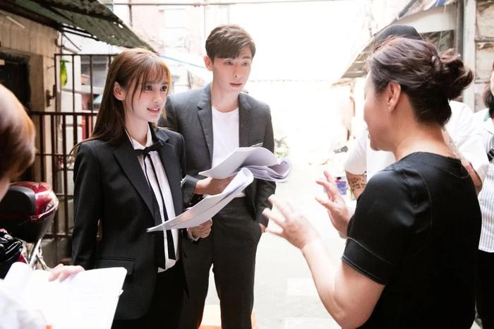 Angelababy co mat trang sau on ao ly hon Huynh Hieu Minh?-Hinh-4