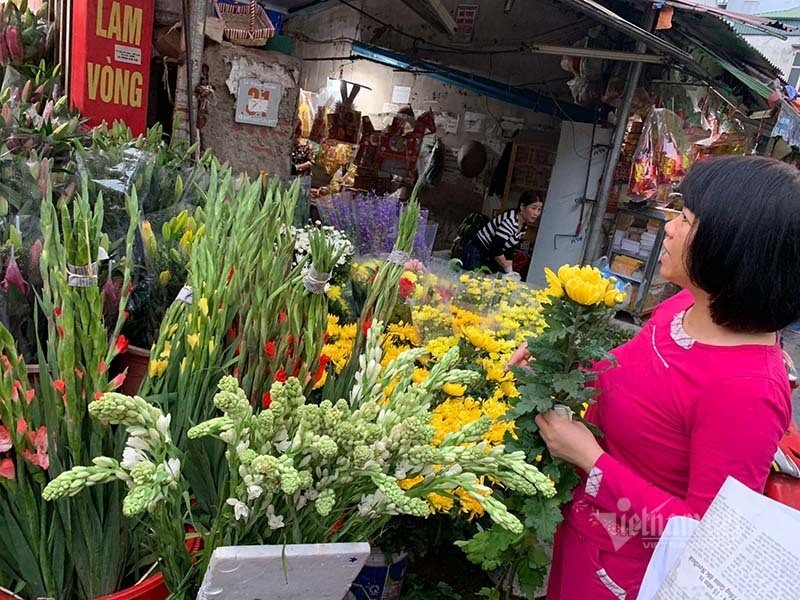 Phat hoang di cho 29 Tet, hoa tuoi tang gia gap 3 lan-Hinh-2