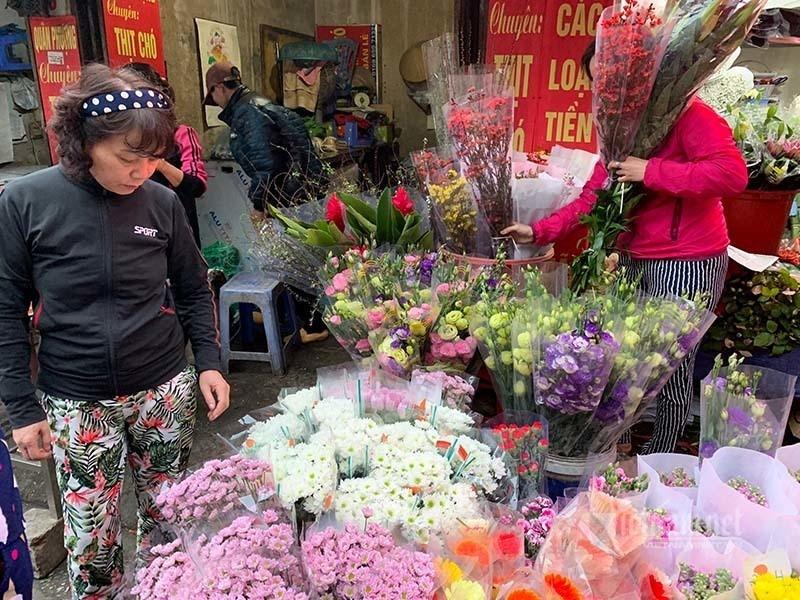 Phat hoang di cho 29 Tet, hoa tuoi tang gia gap 3 lan-Hinh-3
