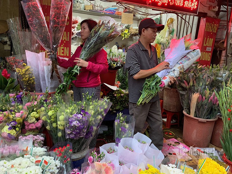 Phat hoang di cho 29 Tet, hoa tuoi tang gia gap 3 lan-Hinh-4