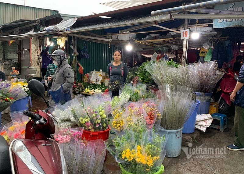 Phat hoang di cho 29 Tet, hoa tuoi tang gia gap 3 lan-Hinh-5