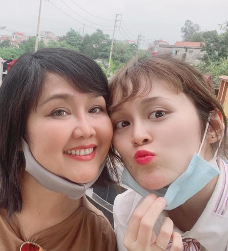 MC Quyen Linh khoe anh hai con gai xinh dep, cao vuot bo-Hinh-15